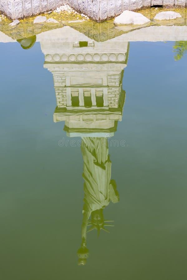 Kopian av statyn av Liberty New York, Förenta staterna, miniatyr parkerar, Inwald, Polen arkivfoton
