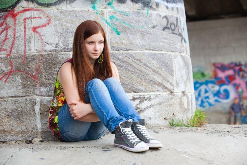 kopiera tonårs- problemavstånd för flickor alldeles royaltyfri fotografi