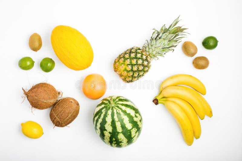 Kopieren Sie Ananas, Wassermelone, Kokosnuss, Bananen, Kiwi, Zitrone, GR lizenzfreie stockbilder