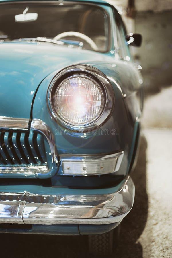Koplamp van een retro auto stock foto