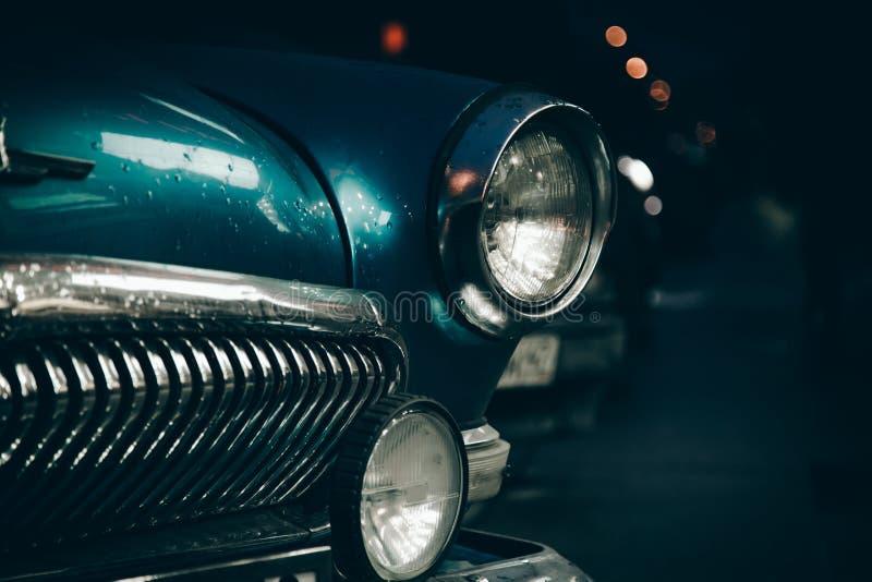 Koplamp van oude auto stock afbeeldingen