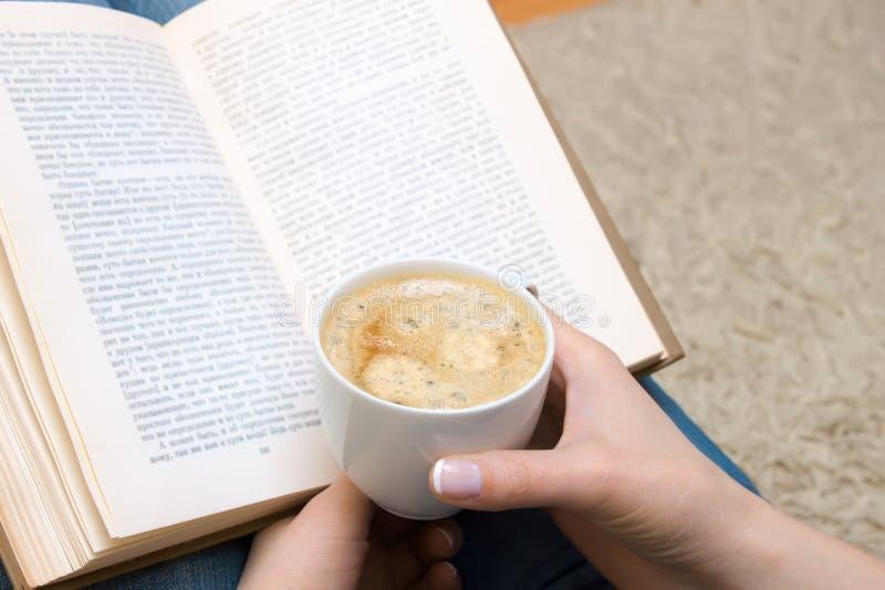 Kopp av kaffe i hand arkivfoton