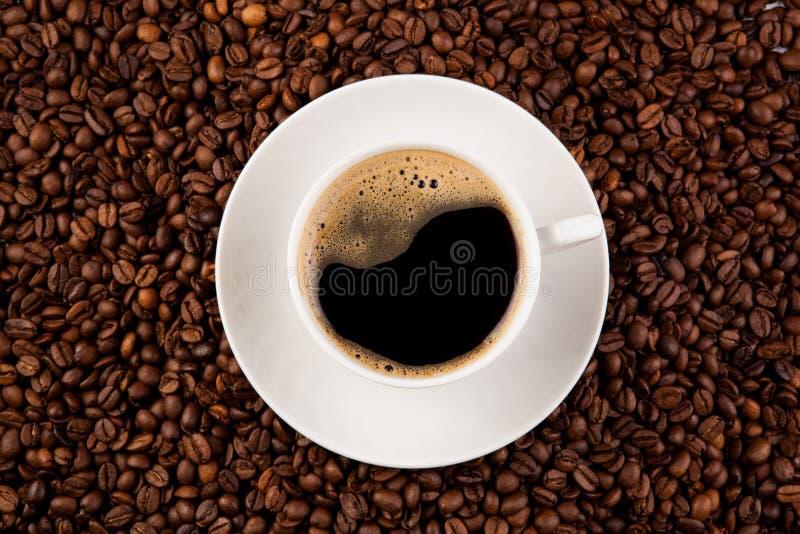 Kopp av svart kaffe med skum arkivfoton