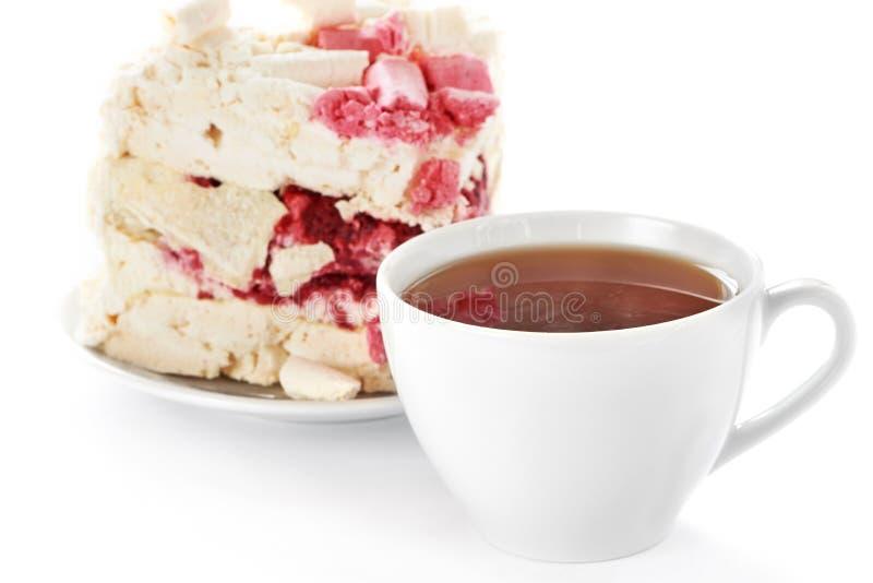 Kopp av varmt te och den hemlagade kakan royaltyfria bilder