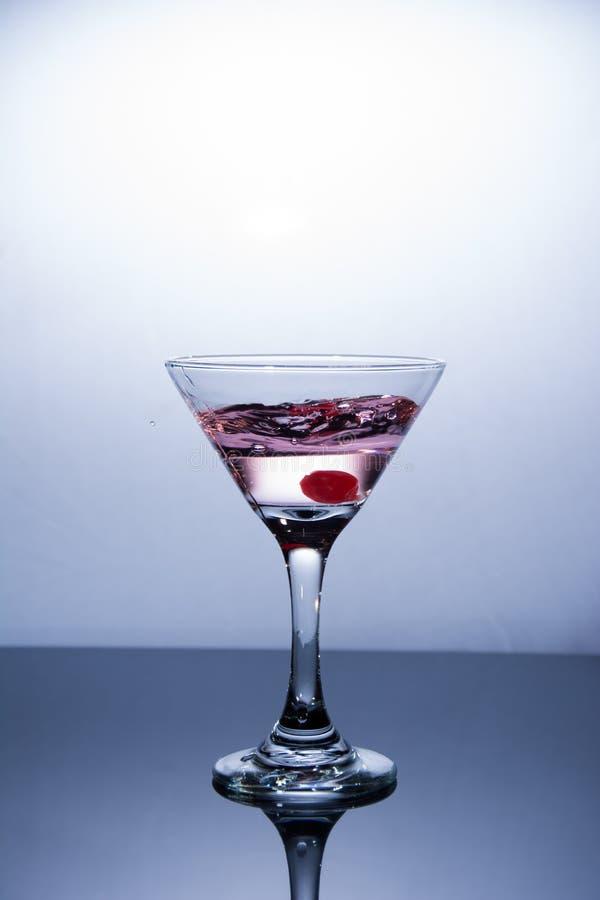 Kopp av vodka på vit bakgrund royaltyfria bilder