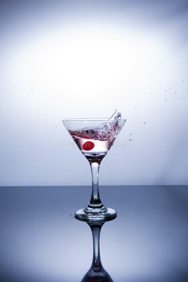 Kopp av vodka på vit bakgrund royaltyfria foton