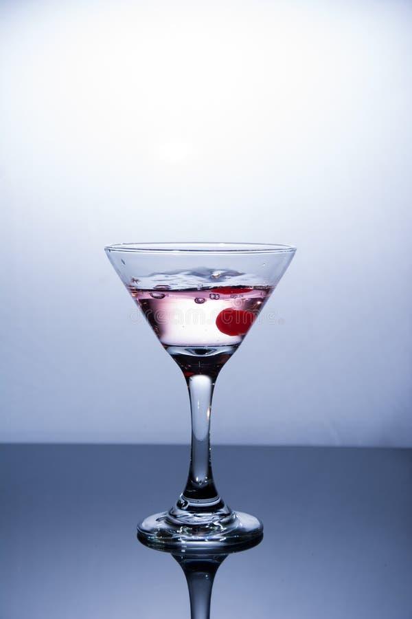 Kopp av vodka på vit bakgrund royaltyfri foto