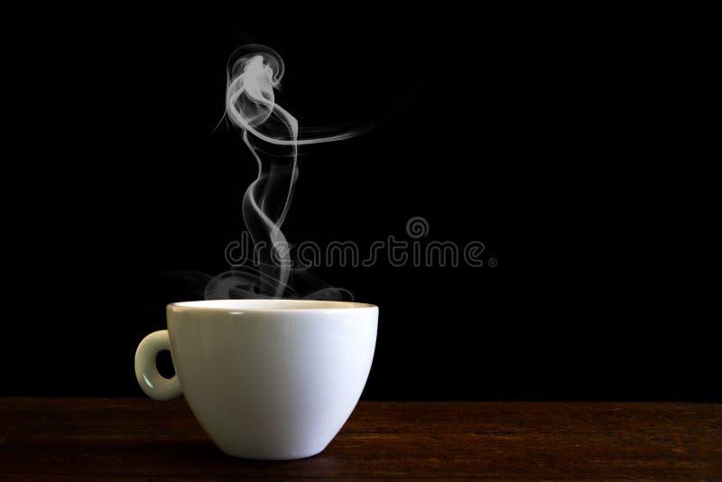 kopp för vitt kaffe med ånga royaltyfria bilder