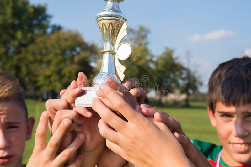 Kopp i fotbollungar royaltyfria bilder
