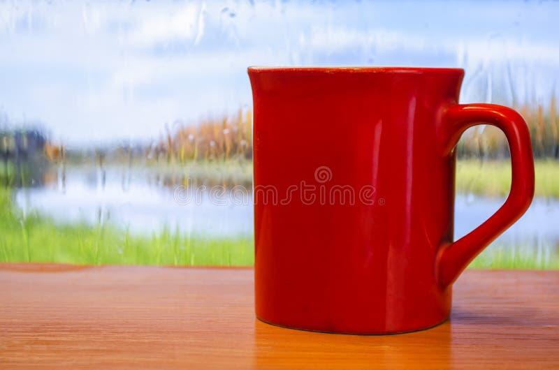 Kopp kaffe på bakgrundsnaturen arkivbild