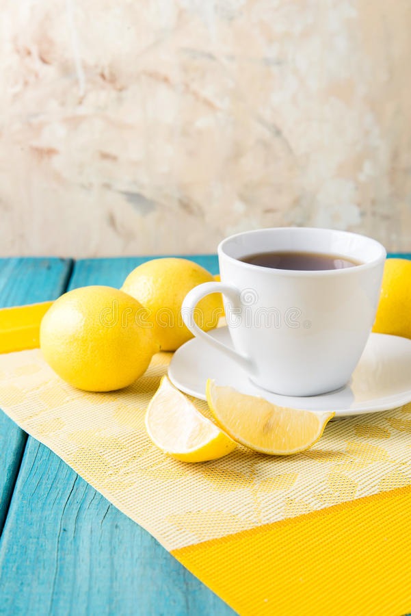 Kopp te/kaffe & citroner royaltyfri foto