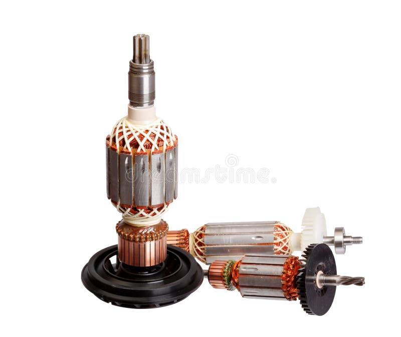 Koppar rullar ihop den inre elektriska motorn som isoleras på vit bakgrund royaltyfri foto