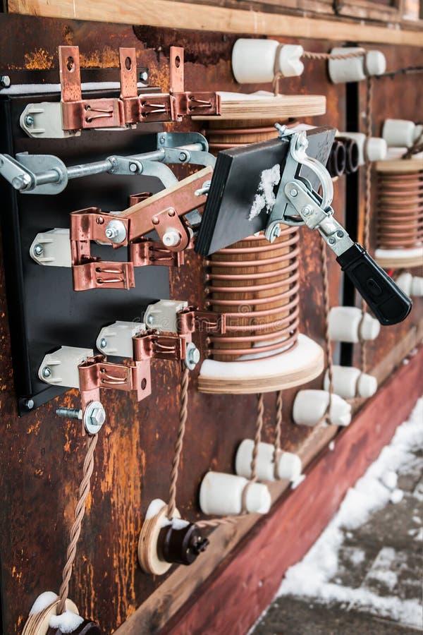Koppardelar och beståndsdelar av den elektriska transformatorstartknappen royaltyfri fotografi