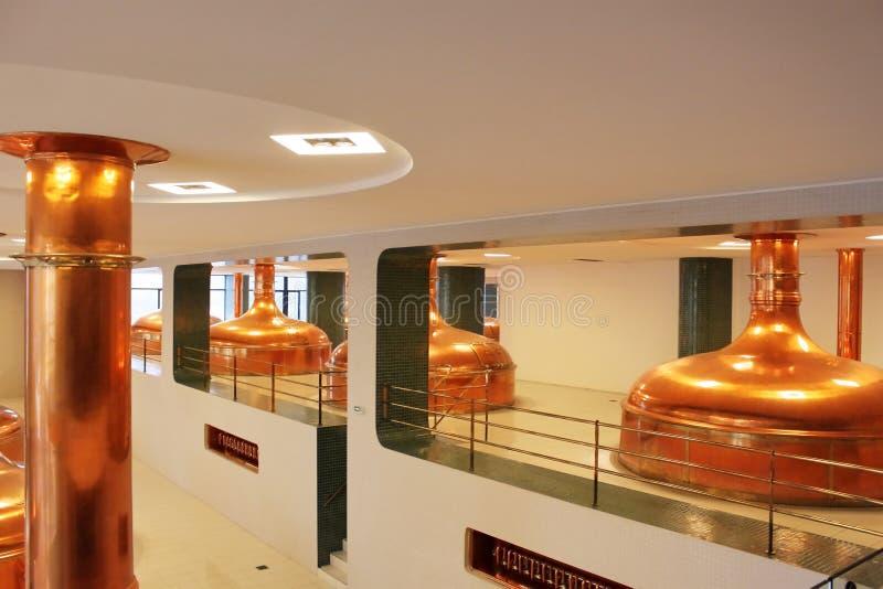 Kopparenorma vats för jäsning av öl, utrustning av ölet för växt för tillverkning av royaltyfri fotografi