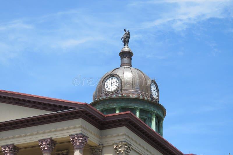 Kopparkupol, klockor och staty uppe på Lancaster County, PA-domstolsbyggnad royaltyfri fotografi