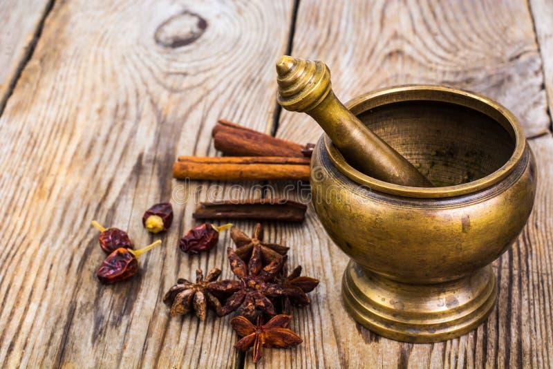 Kopparmortel för kryddor royaltyfria foton