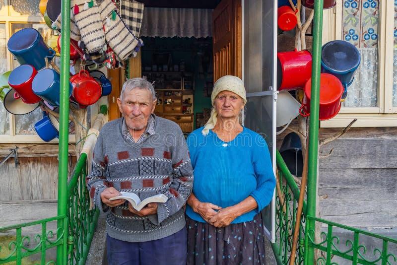 Koppelen de bejaarden stock afbeeldingen