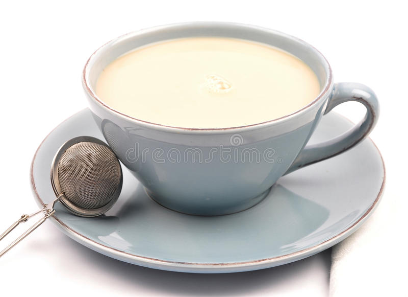 koppen mjölkar tea royaltyfria bilder