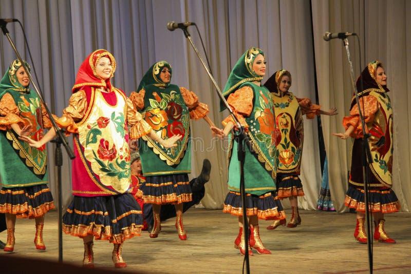 Koppenkostuums het dansen stock afbeelding