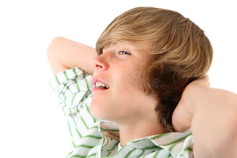 koppla av för pojke som är tonårs- arkivfoto