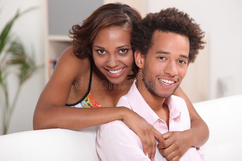 Koppla ihop att koppla av hemma royaltyfri fotografi