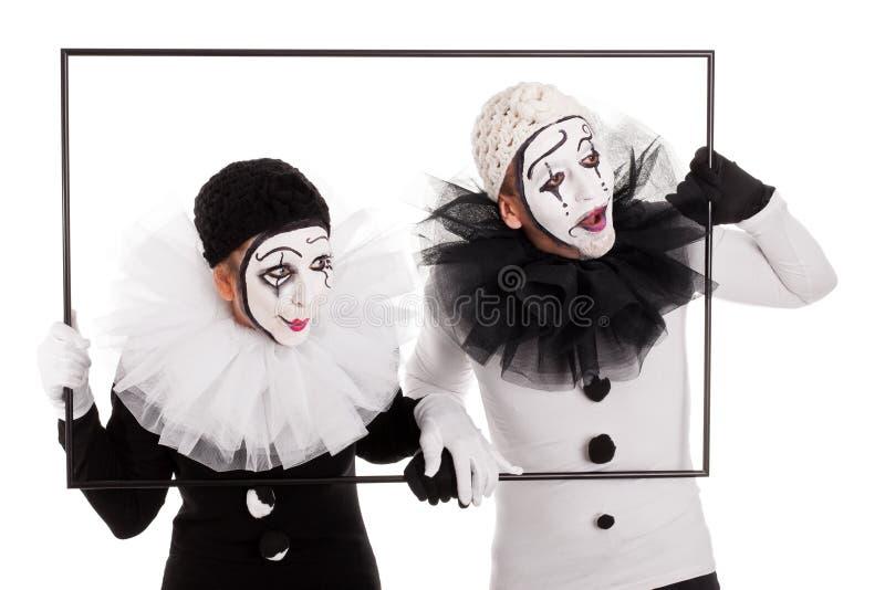 Två clowner i en inrama som ser i den samma riktningen fotografering för bildbyråer