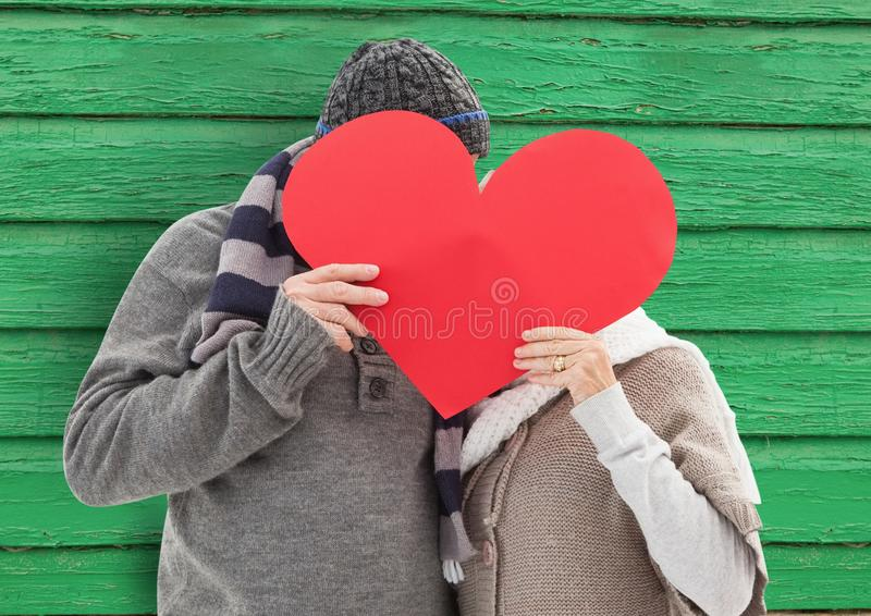 koppla ihop bak hjärtan med grön wood bakgrund vektor illustrationer