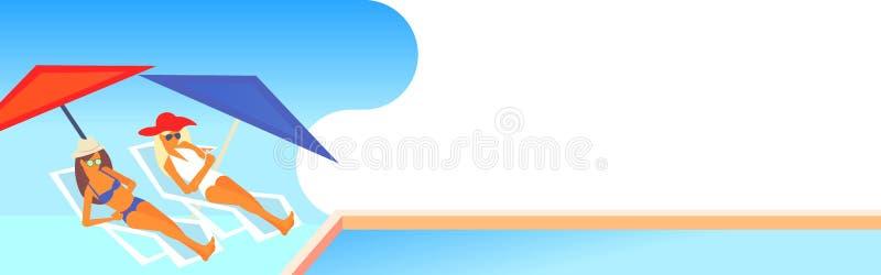 Koppla ihop bikinikvinnor som solbadar flickor som vilar på soldagdrivare vid den horisontallyxiga semesterorten för simbassängso vektor illustrationer