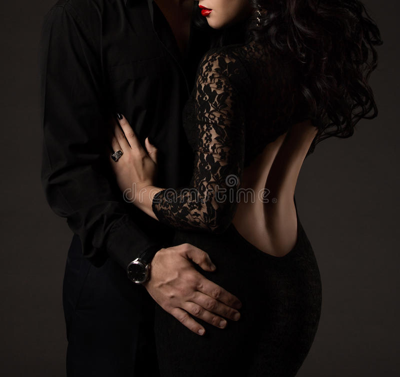 Koppla ihop i svart, kvinnaman inga framsidor, den sexiga damen Lace Dress royaltyfria bilder