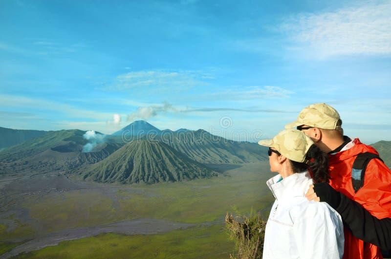 Koppla ihop staget på den bästa near vulkan Bromo i Indonesien royaltyfria foton