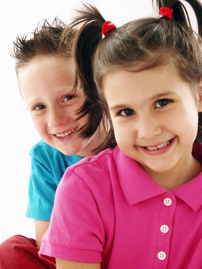 Koppla ihop ungar. fotografering för bildbyråer
