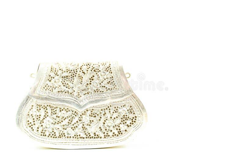 Kopplingen för tappningdamsilver handcraft att snida handväskan på vita lodisar royaltyfri fotografi