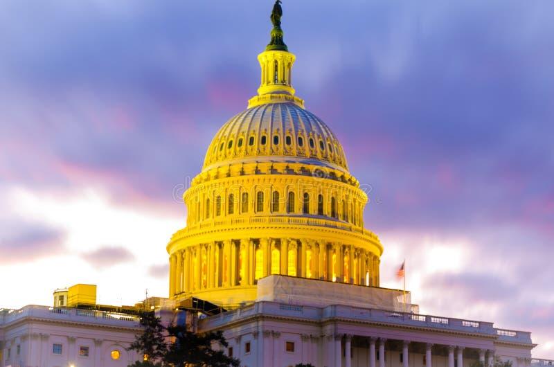 Kopuła USA Wzgórze Kapitolu Kongresowy Senacki budynek w zmierzchu wieczór obrazy royalty free