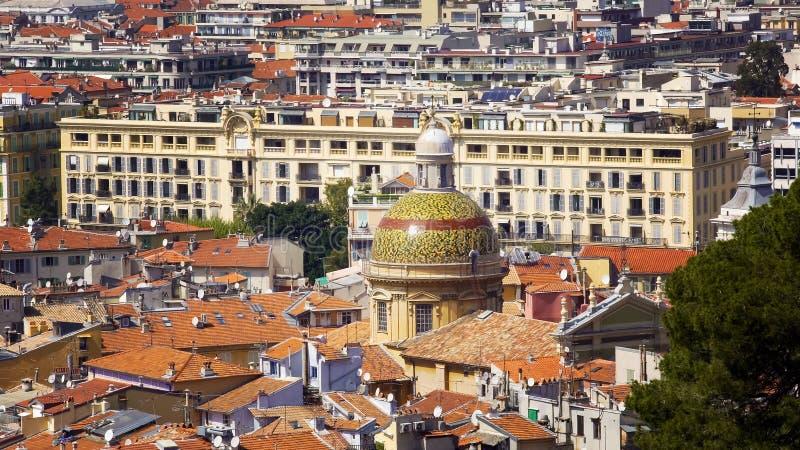 Kopuła Ładna katedra wśród dachów, turystyka na Francuskim Riviera, architektura fotografia stock