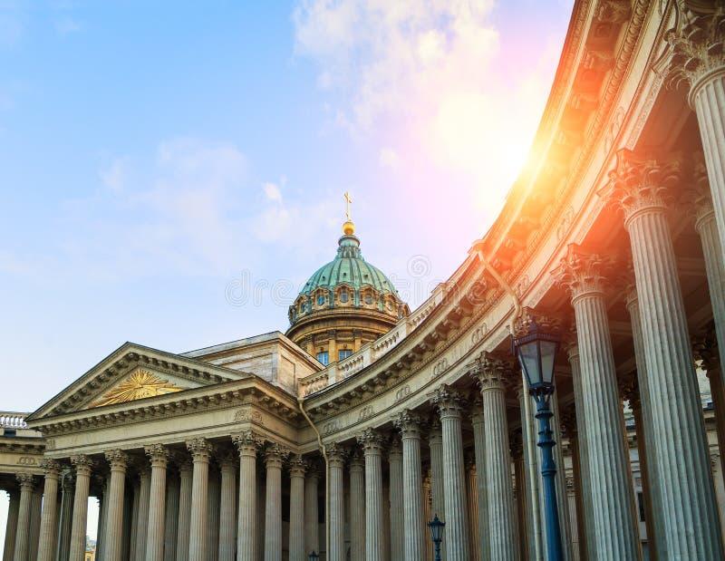 Kopuła i kolumnada Kazan katedra w St Petersburg, Rosja w zmierzchu świetle obraz stock