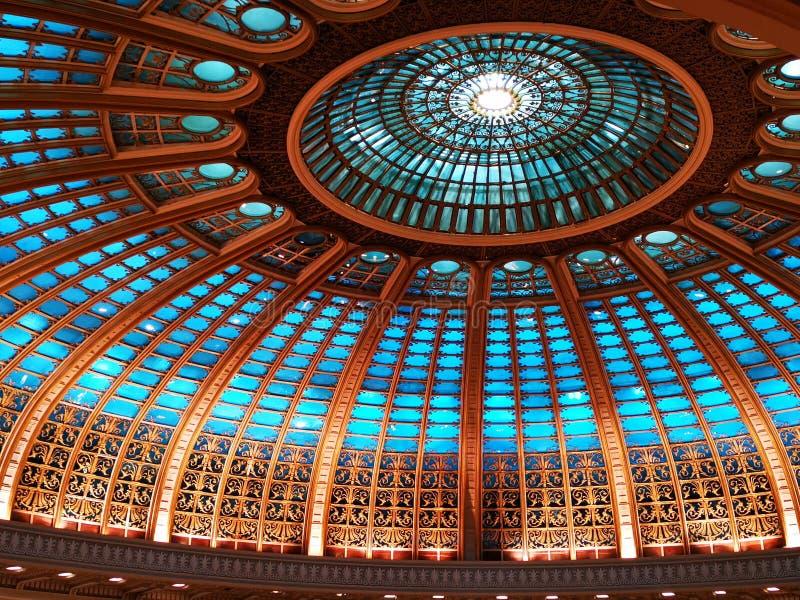 Kopuła wśrodku sekcji zaświecającej - nowożytna architektura zdjęcia royalty free