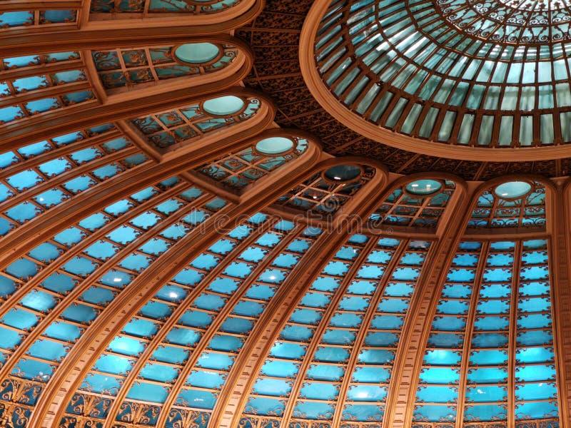 Kopuła wśrodku sekcji zaświecającej - nowożytna architektura zdjęcie royalty free