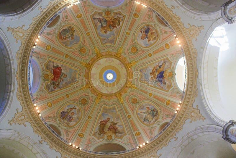Kopuła z frescoes w sławnym Drezdeńskim Frauenkirche - Drezdeńskim, obrazy stock