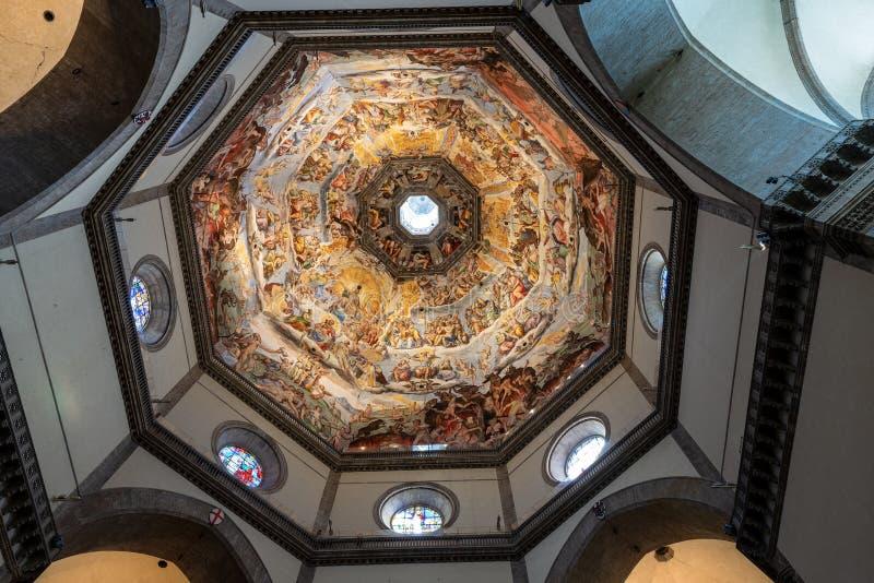 Kopu?y wn?trze - Santa Maria Del Fiore Florencja W?ochy zdjęcie stock