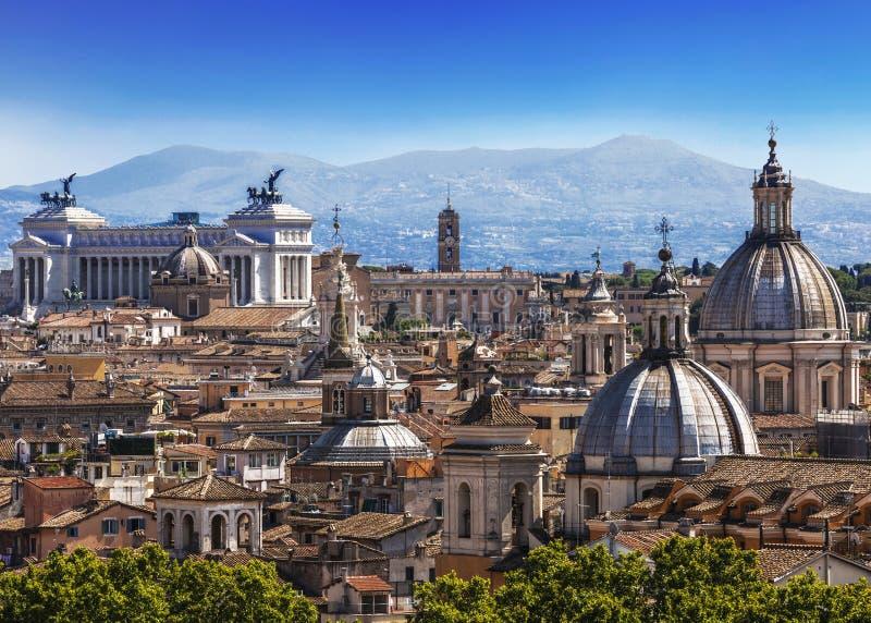 Kopu?y i dachy wiecznie miasto, Rzym fotografia royalty free