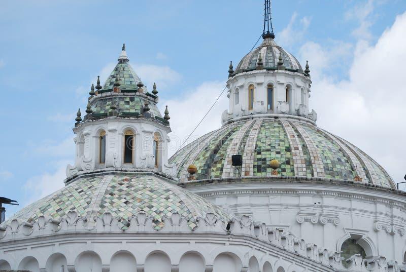 Kopulas von churchrs in Quito lizenzfreie stockbilder