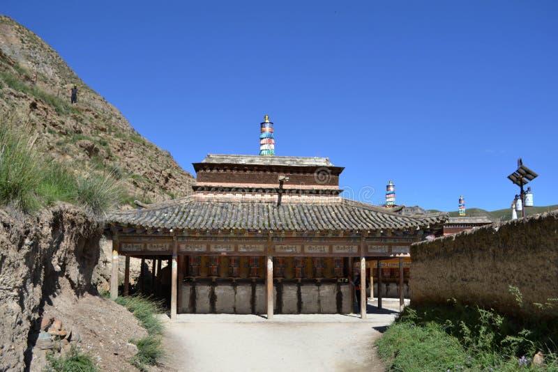 Koraen förlägga i barack arkitektur runt om Labrang Monastery i Xiahe, Amd royaltyfria foton