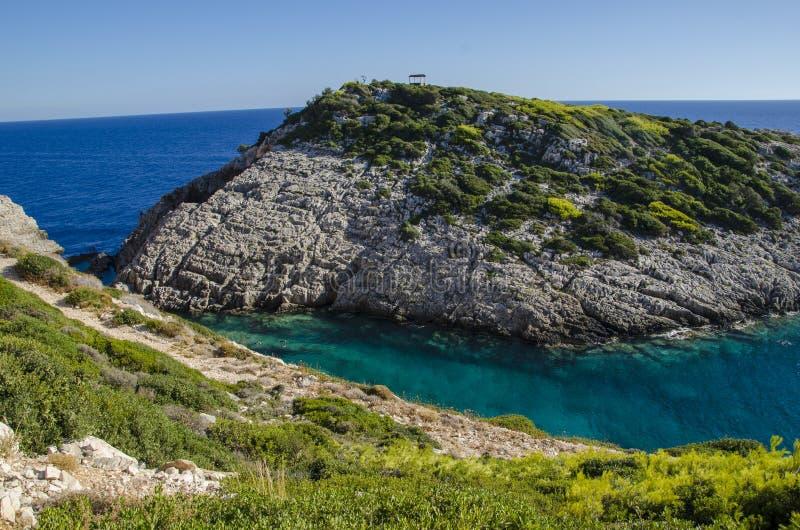 Korakonissi - piscine naturelle de l'eau clair comme de l'eau de roche de turquoise chaude photos libres de droits
