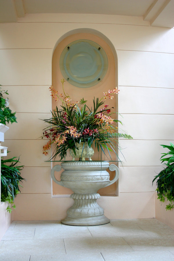 korall blommar den grekiska urnen royaltyfri fotografi