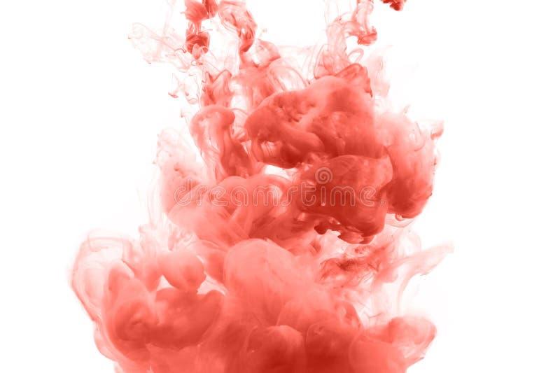 Korallenrote Tinte spritzt abstrakten Hintergrund lizenzfreie stockfotos