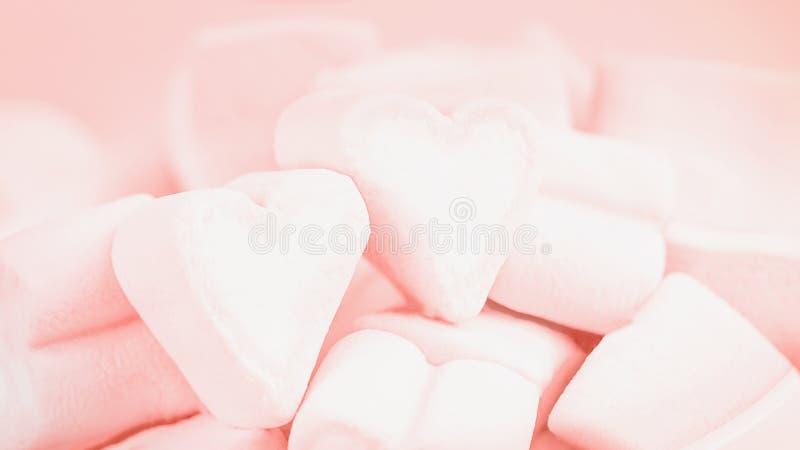 Koralowi koloru marshmallow serca 16:9 Walentynki ` s dnia t?o obraz stock