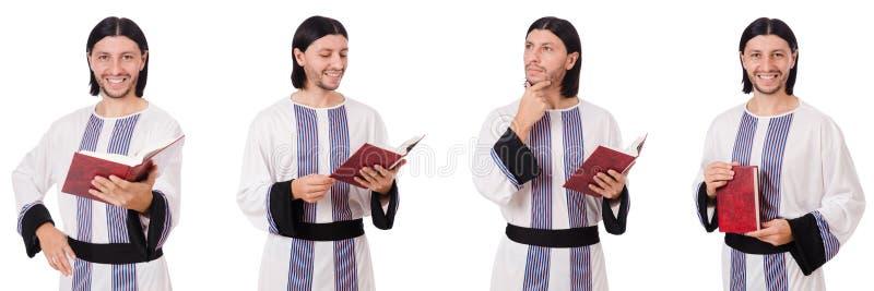 Το αραβικό άτομο με το koran που απομονώνεται στο λευκό στοκ φωτογραφία με δικαίωμα ελεύθερης χρήσης