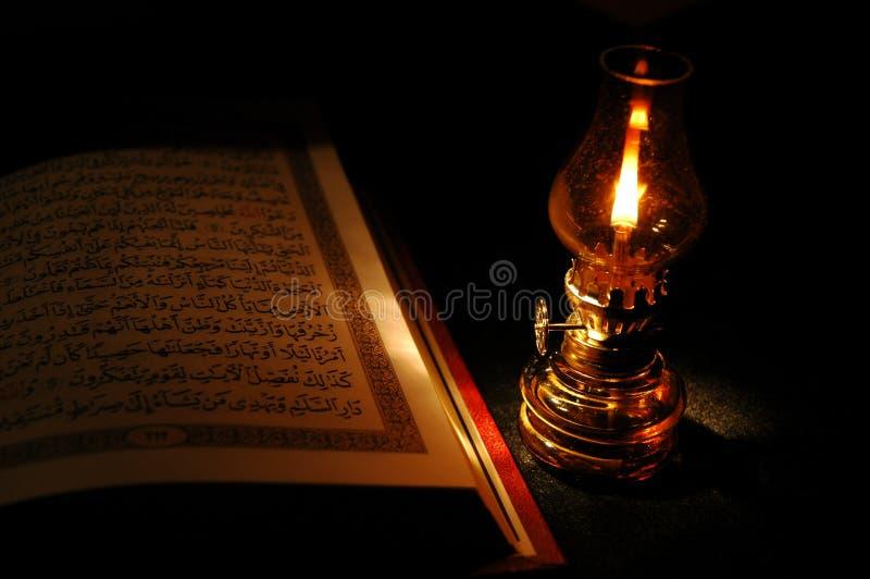 Koran e a lanterna fotos de stock