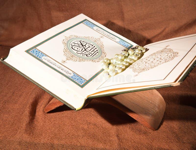 Koran, Heilige Schrift lizenzfreie stockbilder
