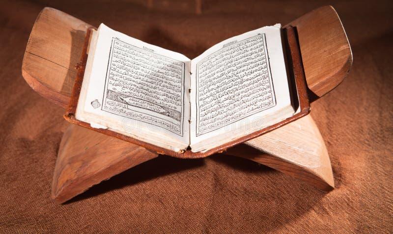 Koran, Heilige Schrift stockbilder